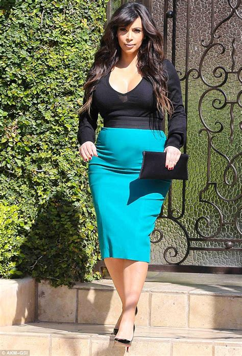 Pregnant Kim Kardashian Steps Out In A Baby Bump Revealing ...