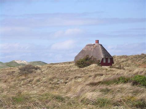 Das Einsame Haus Hinter Den Dünen Von Nymindegab Foto