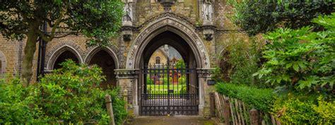 highgate cemetery london tourist attraction london