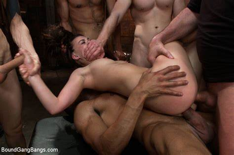 Angel Smalls Is In Pain This Double Cunt Orgy