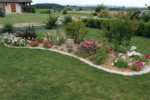 massif de fleurs avec rocailles dootdadoocom idees de With comment realiser un jardin zen 1 comment creer un massif fleuri zen elle decoration