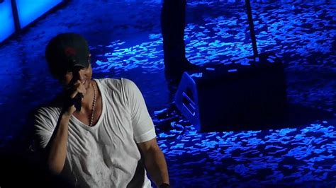 Enrique Iglesias Fan On Stage