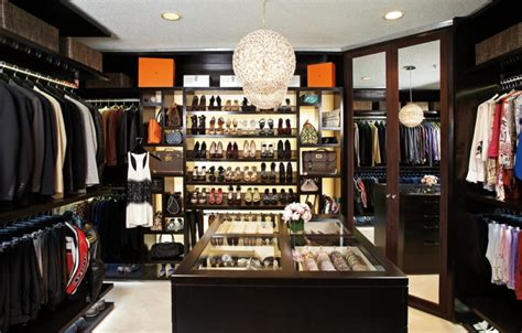 Rich Closet by 13 Ultra Luxurious Walk In Closet Designs By