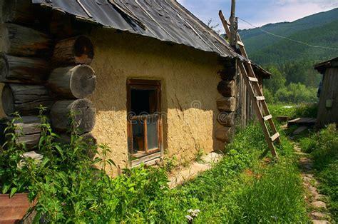 Altes Kleines Haus Stockfoto Bild Von Berge, Rasen, Grün