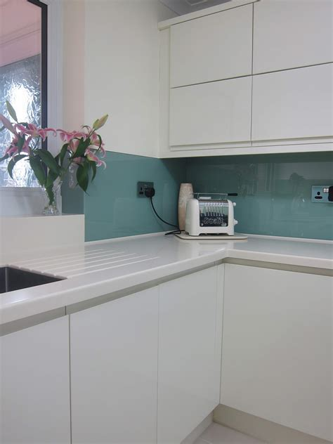 Rimini Handleless   Cream   Glass Splashback   Pebble Kitchens