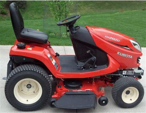 kubota garden tractor kubota 20hp gas gr2020 lawn and garden tractor lawn