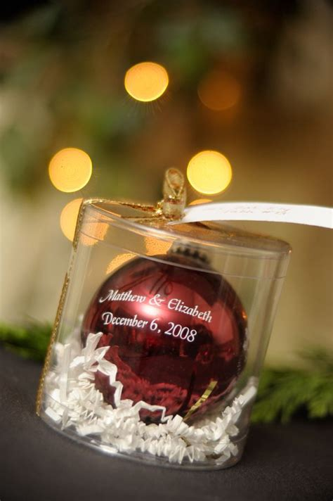 love this wedding favor for a christmas wedding along