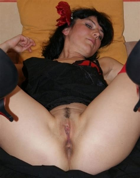 Nice Amateur Brunette Milf Shows Her Shaved Pussy At Home