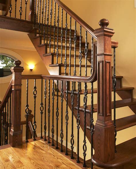 escalier avec d 233 licats poteaux en fer forg 233 et courante en bois escalier