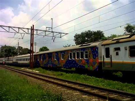 kereta api cirebon express sedang blb di stasiun tambun masuk di jalur 1