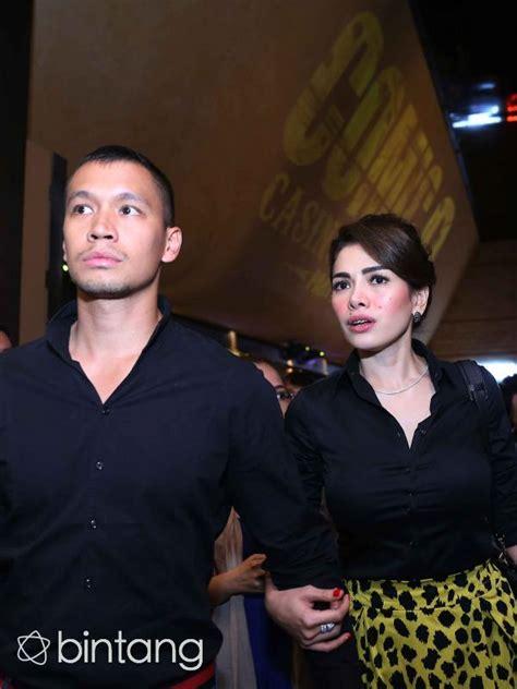 Nikita Mirzani Terlihat Mesra Menggandeng Samuel Rizal
