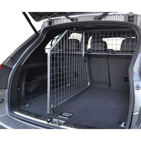 protection siege auto chien chien coffre taupier sur la