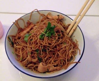 comment cuisiner des nouilles chinoises nouilles chinoises soja et poulet au wok facile