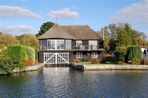 Small Boats For Sale Norfolk Broads by Three Reasons You Should Choose A Waterfront Property For