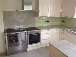 Stein Arbeitsplatte Küche : k che in magnolie hochglanz lackiert arbeitsplatte aus stein ivory fantasy mit versenkbarer ~ Sanjose-hotels-ca.com Haus und Dekorationen