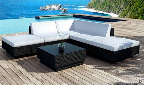 canap de jardin design salon de jardin design en resine tressee coussins noirs