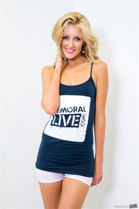Perfect blonde Emily Kae shows her amazing slim legs - FRPRN.com