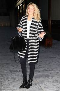 Gigi Hadid earns her fashion stripes in monochrome coat in New York City | Daily Mail Online