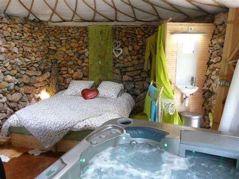yourte chambre d hote week end en cabane chic week end romantique à