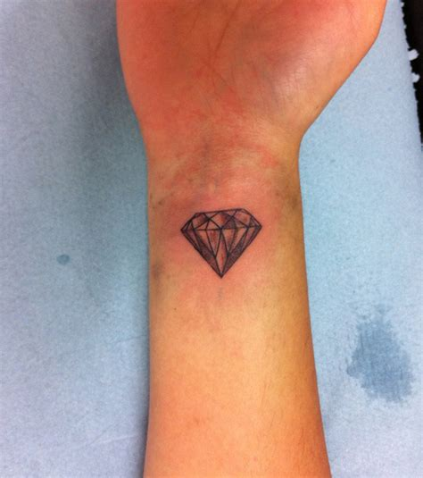 tatouage femme diamant cochese