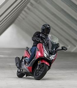 Honda Forza 125 Promotion : forza 125 high performance 125cc scooter honda uk ~ Melissatoandfro.com Idées de Décoration
