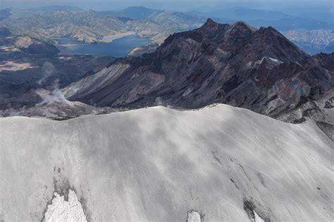 les volcans de la c 244 te ouest nota bene le officiel de eug 232 ne kaspersky en fran 231 ais