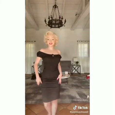 Tik Tok Pilipinas - I dress like the 50s 💋 | Facebook
