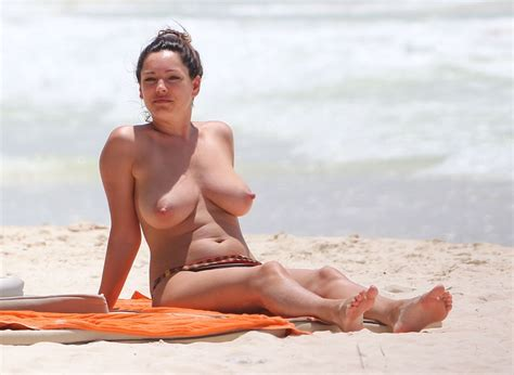 Kelly Brook. Topless in Cancun - Alrincon.com