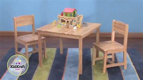 chaise pour bebe table pour enfant en bois naturel et 2 chaises