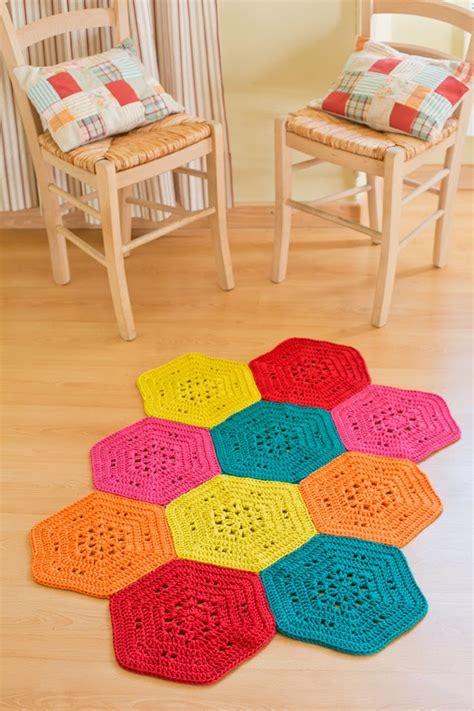 realizzare un tappeto all uncinetto piastrelle esagonali arte ricamo