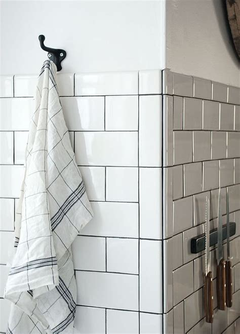 Beveled Tile Inside Corners by Used 2 215 6 Bullnose Tiles Vertically With The Bullnose