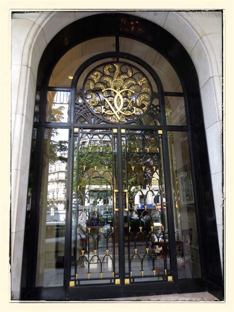 experience staying  paris george    seasons hotel