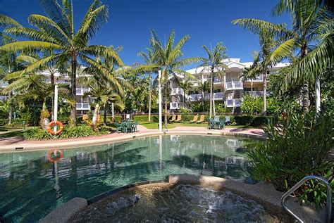 cairns beaches resort accommodation  contained