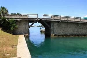 Smallest drawbridge in the world - Somerset Bridge, Bermuda
