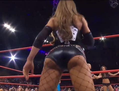 brooke tessmacher twerking ass shaking leather shorts