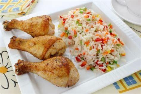 comment cuisiner le riz cuisiner un délicieux riz au poulet pour 4 personnes