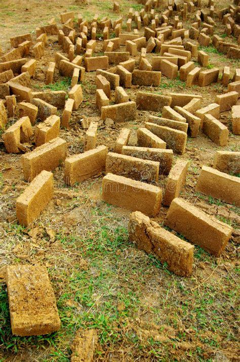 d argile maison brique d argile pour la construction la maison d argile image stock image 25558255