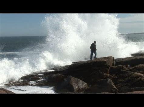 hd big waves crashing  rocks  gloucester