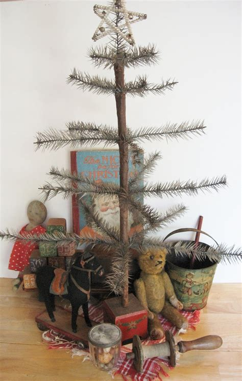 Primitive Christmas Tree Ornaments And Decoration In