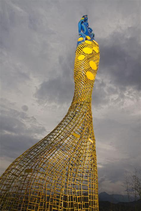 diva emilio hernandez  images eiffel tower
