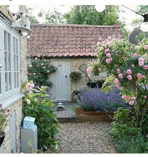Beautiful French Cottage Garden Design Ideas 41  Round Decor