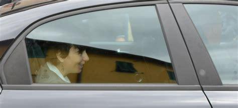 carrozza ministro foto il ministro carrozza a buti fra gli studenti 1 di 8