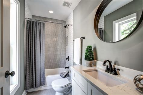 nice  tubs  small bathrooms decohoms