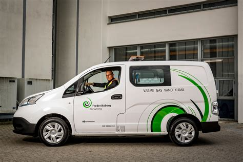 Electric Vehicles by Parked Electric Cars Are Earning Money Balancing The Grid