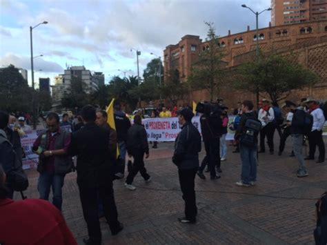 Protesta De Taxis En Bogotá Con Papayera Inició La