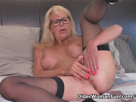 blonde milf bianca finger fucks her mature pussy free porn videos youporn