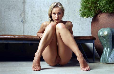 Blonde Girl Knees Up Porn Photo EPORNER