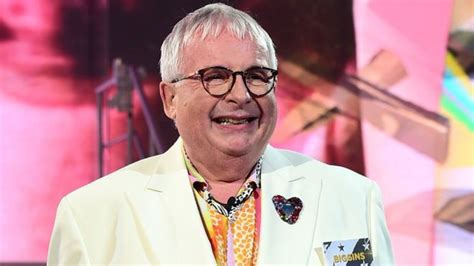 christopher biggins tells jewish news 39 i 39 m sorry for gas