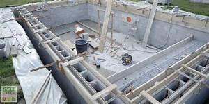 le coffrage d39une piscine creusee comment faire With comment faire une piscine en beton