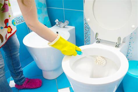 9 Trucs Et Astuces Pour Nettoyer Une Salle De Bain